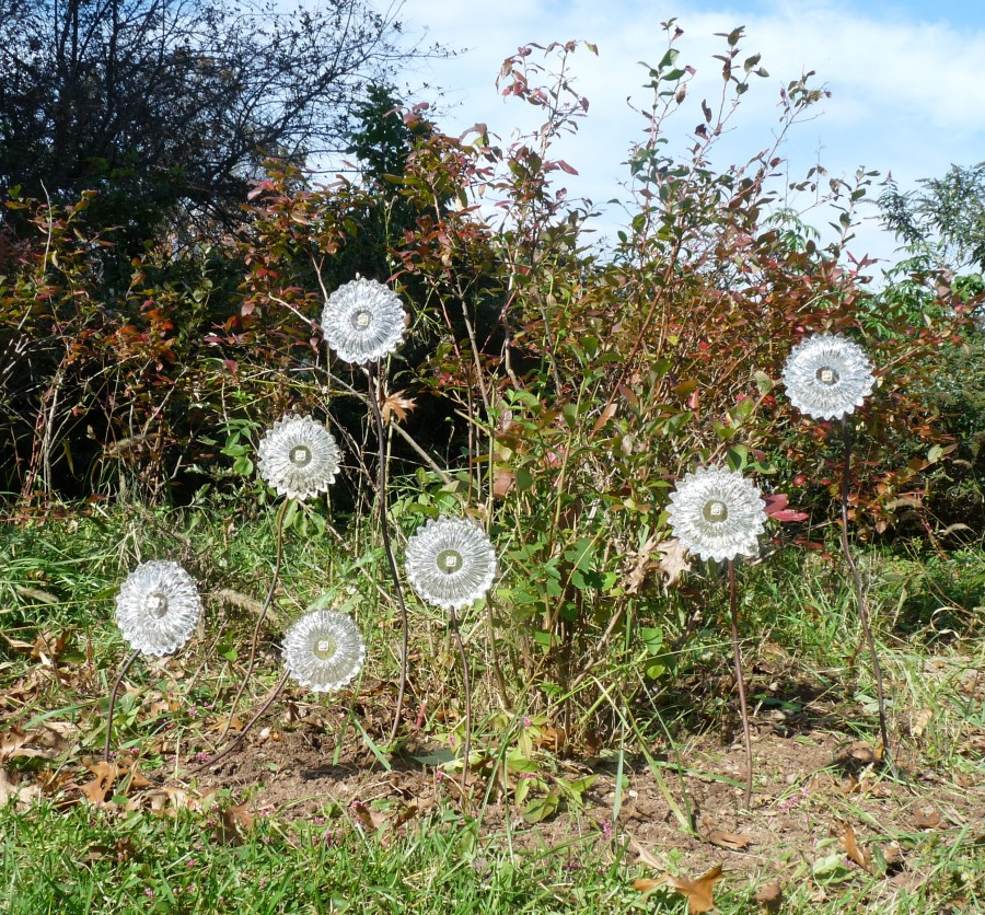Tony Patti Glassblower.info - Seven 7 Glass Flowers in the Garden