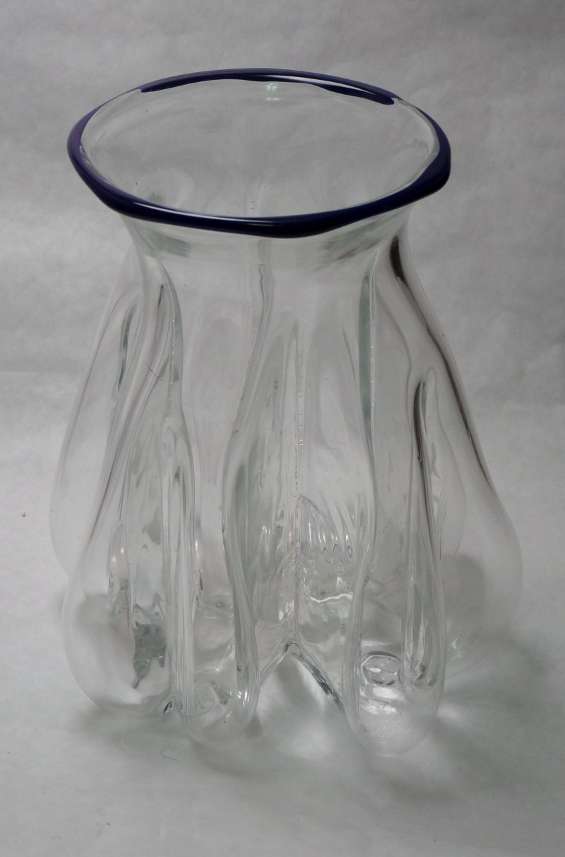 Glassblower.Info - Tony Patti Glassblowing 2010 - Right-Angle Steel Mold - Clear Vase with Blue Lip Wrap - front view